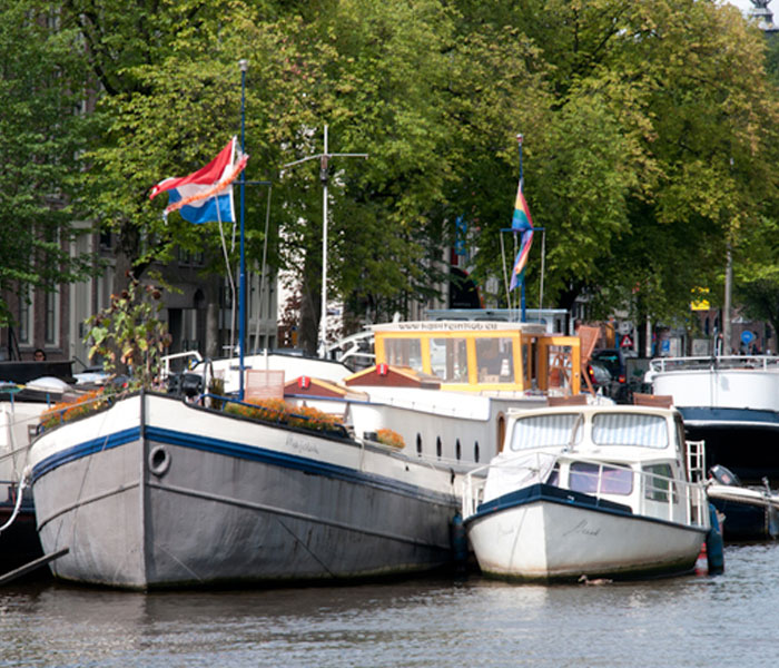 Captain rob bandb houseboat Amsterdam houseboat rental Amsterdam