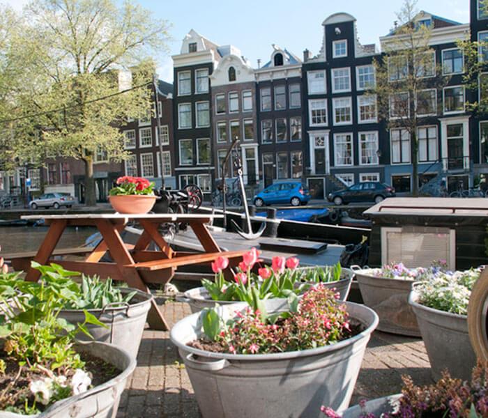 Houseboat Trijntje Amsterdam Centre houseboat rental Amsterdam