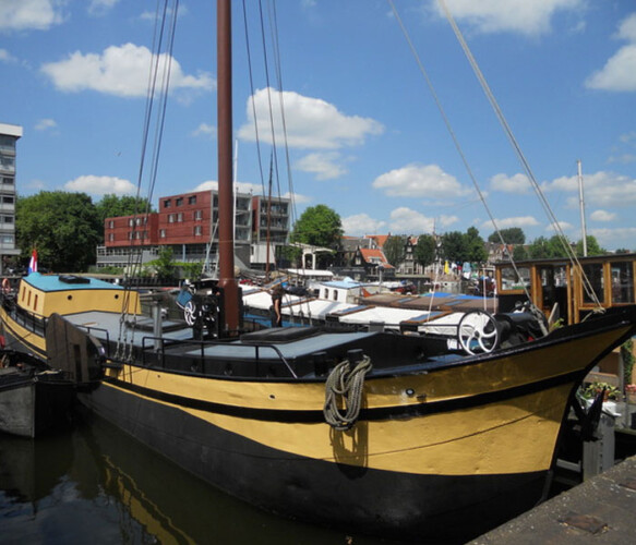 Westerdok Avontuur Houseboat rental amsterdam