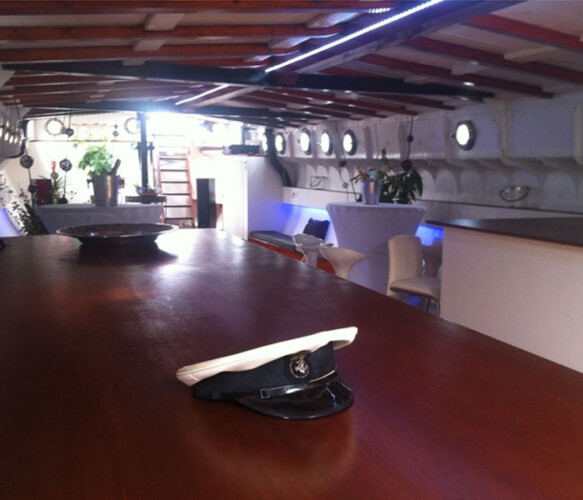 Sailing Clipper Houseboat rental Amsterdam