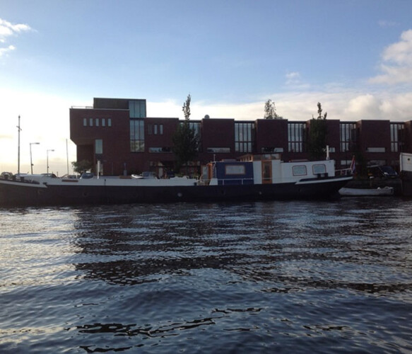 Dageraad bed and breakfast houseboat rental Amsterdam