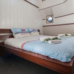 Houseboat Saturnus Amsterdam